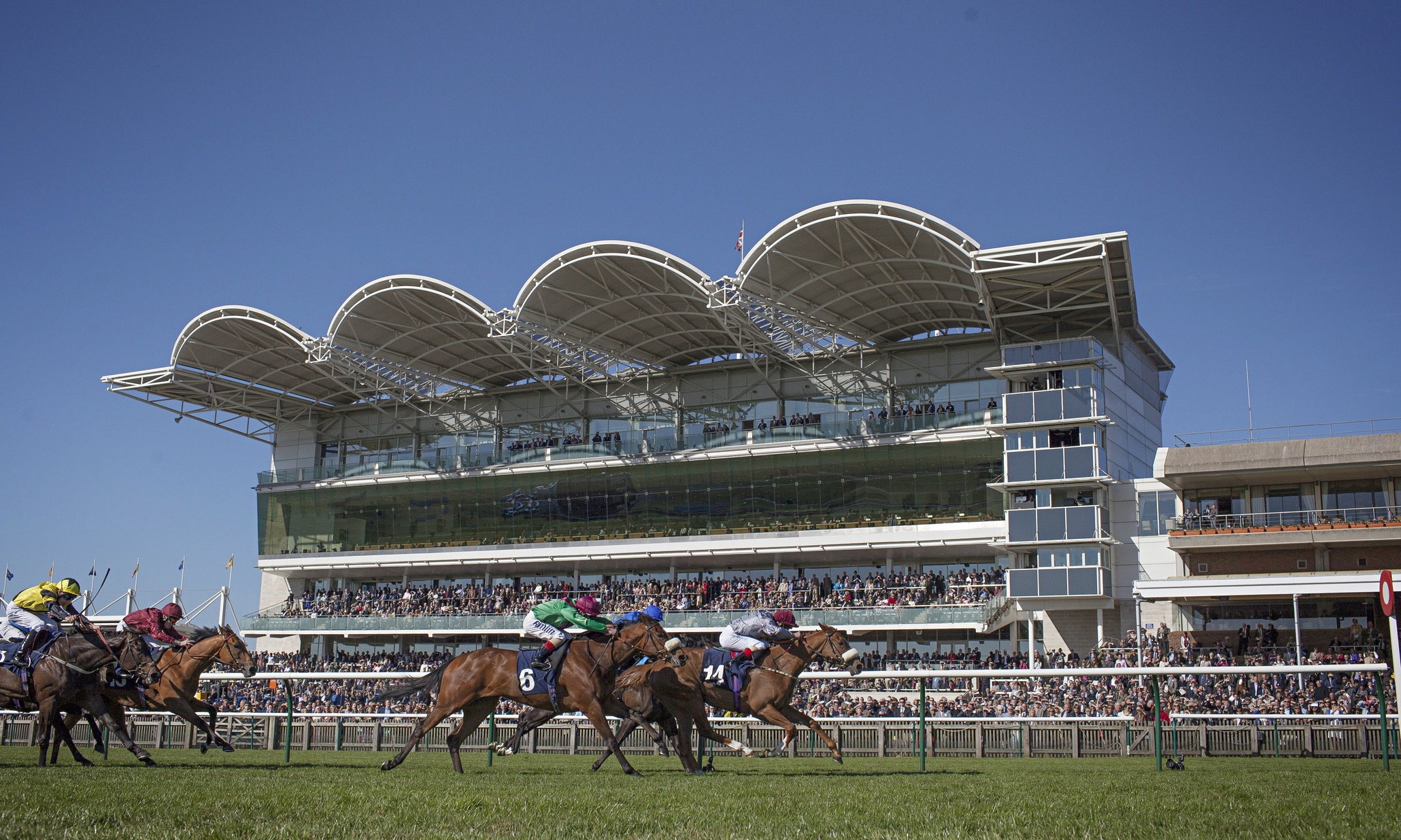 Weekend's FREE Horse Racing Tips: Sat 30th April - Sun 1st May